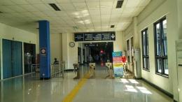Suasana di dalam terminal keberangkatan antar kota Terminal Tirtonadi. Ada banyak alat seperti alat ticketing namun masih belum difungsikan. Pembangunan Halte BRT menurut saya lebih penting untuk dilakukan