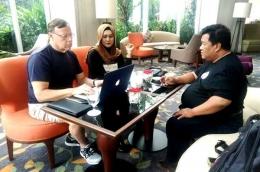 Pertemuan membahas MOU antara Lia Mutisari, Dr. David Adamovich (President of RHR) dan Agung Elvianto (President ORI) di Jakarta (Sumber: Lia Mutisari)