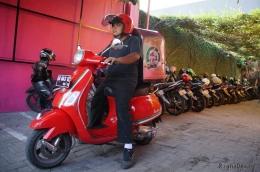 Layanan Delivery Order dengan media transportasi gaya Italia (Dokumentasi Pribadi)