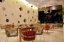 Sebagian ruang restoran Amnaya Resort Kuta / dap