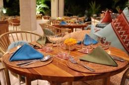 Tiap meja ditata dengan rapih dengan aneka corak warna / dap