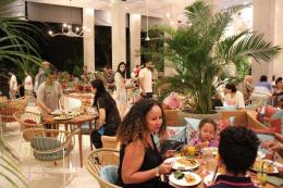 Acara makan malam di Amnaya Resort Kuta / dap