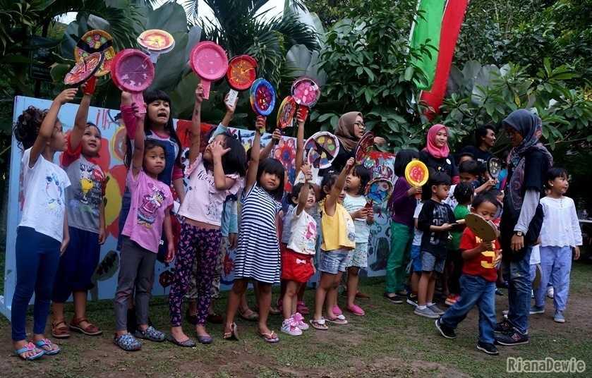 Keceriaan anak-anak saat festival craft & mural telah usai (Dokumentasi Pribadi)