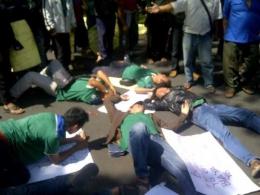 Selain Bus Sekolah, TMB Jadi Keluhan Sopir Angkot Bandung -- [Sumber: Aktual.com].