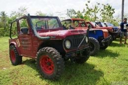 Deretan jeep yang akan mengantar kami berpetualang (Dokumentasi Pribadi)