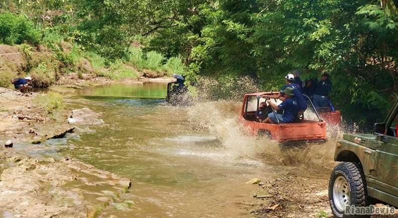 Sungai yang kami lewati (Dokumentasi Pribadi)