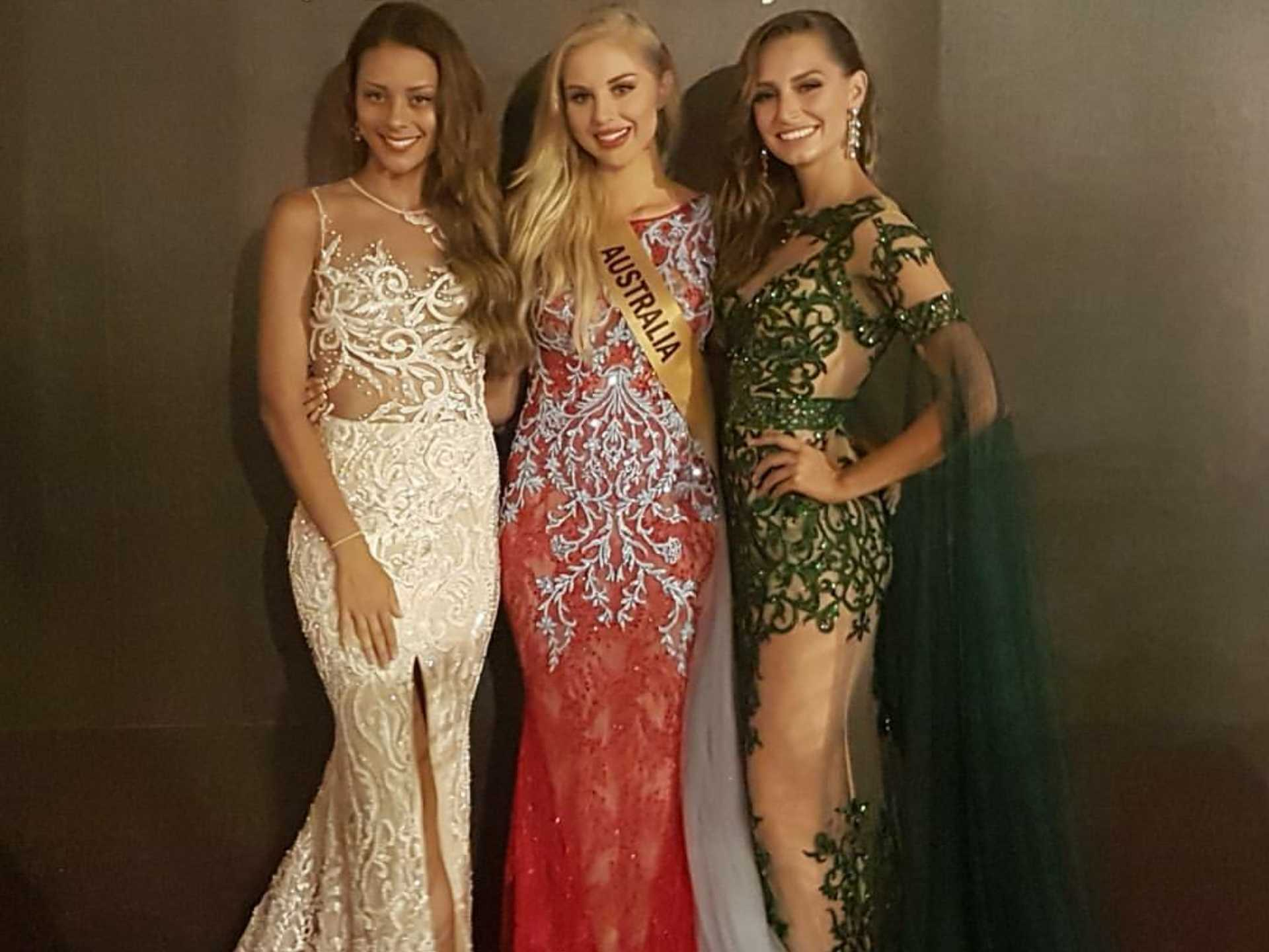Claire Elizabeth Parker, Miss Grand International 2015 (kanan) bersama Miss Grand Australia 2017 (tengah) dan 2016 (kiri) kompak memakai gaun rancangan Anaz. (Sumber: Instagram/missgrandaustralia)