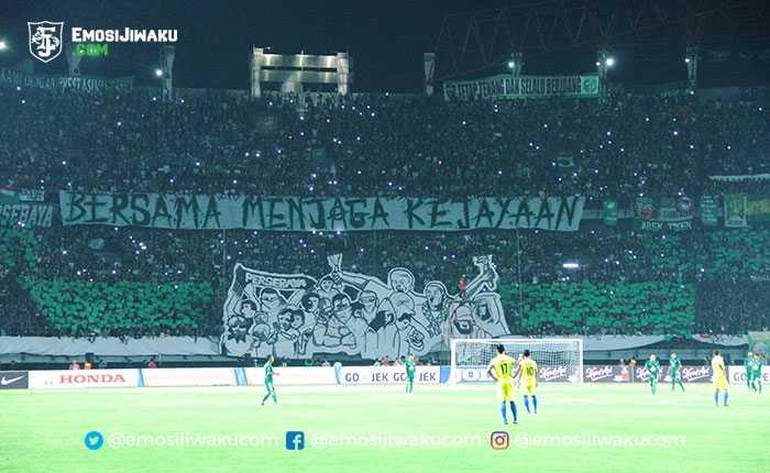 Aksi Bonek Green Nord saat laga Persebaya vs PSIM (emosijiwaku.com)