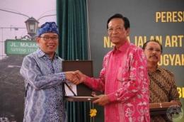 Sultan Hamengkubuwono & Ridwan Kamil. Sumber: Pikiran Rakyat