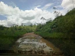 Terjebak di Jalan Tanah Berlumpur (Dokpri)