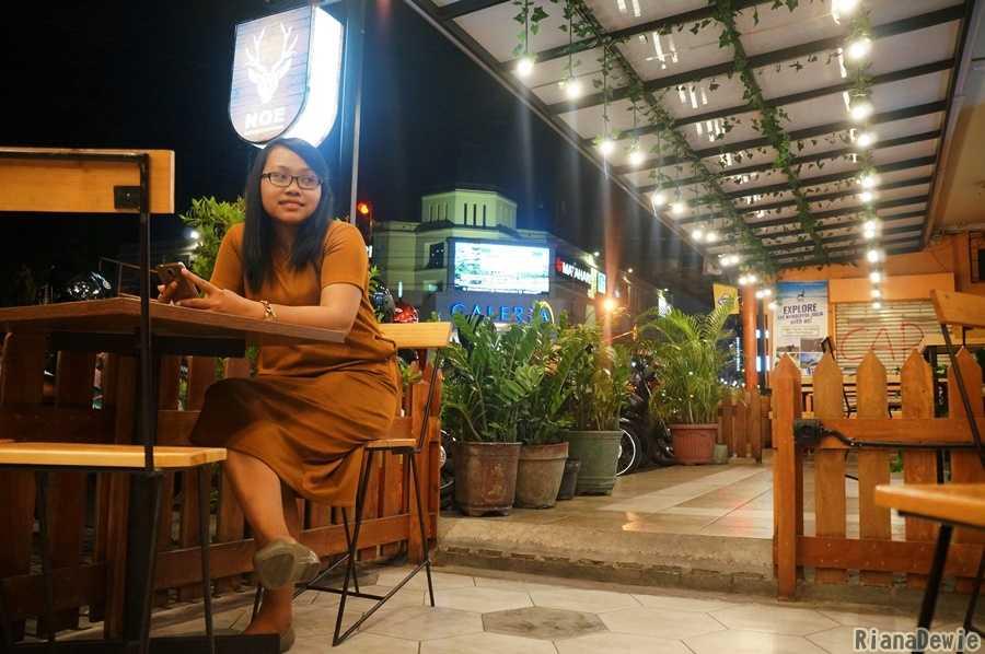 Saya sedang menikmati malam di Noe Coffee and Kitchen