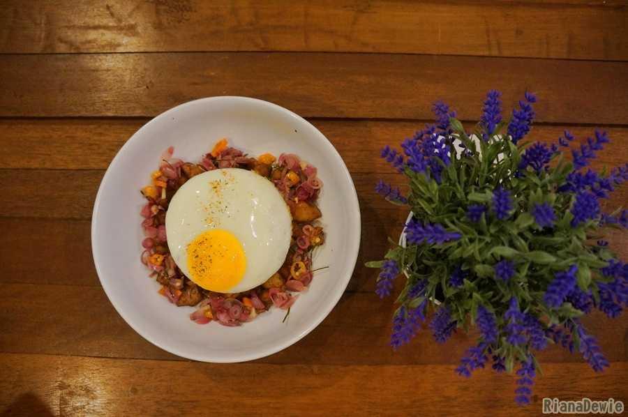 """Menu """"chicken rice with sambal matah"""" di Noe Coffee and Kitchen"""