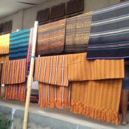 kain yang dijual dipajang dengan sederhana (dok pribadi)