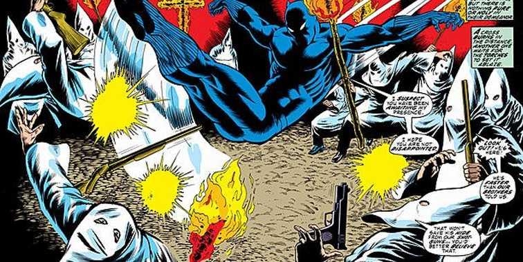 Aksi Black Panther melawan gerombolan rasis, Klu Klux Klan dalam salah satu seri komik. Bahkan pakaian pun mirip FPI. Sumber: twimg.com