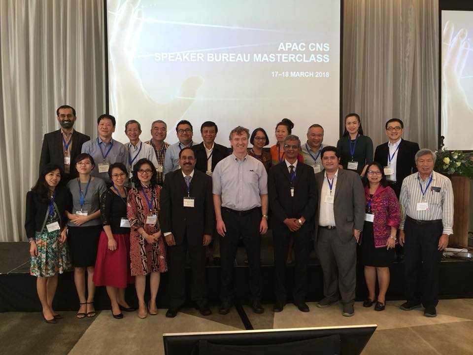 Prof Roger MacIntyre bersama sebagian peserta APAC CNS Speaker Bureau Masterclass 17-18 Maret 2018 di Bangkok (dok.pribadi)