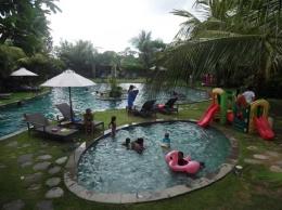 Kid's pool di lantai 1 (Sumber: dokumen pribadi)