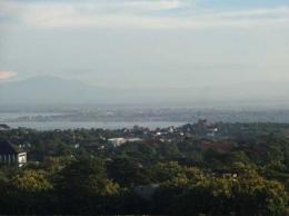 Pemandangan Gunung Batukaru dan bandara internasional Ngurah Rai (Sumber: dokumen pribadi)