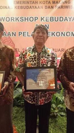 Pak Yongki Irawan mendapat Penghargaan Anugerah Budaya Malangkucecwaradari Pemerintah Kota Malang sebagai Seniman Tari. Penghargaan diberikan kepada Pak Yongki Irawan atas dedikasi, integritas dan pengabdian tanpa batas yang telah diberikan dalam pemajuan dunia seni budaya di Kota Malang. Dokumentasi: Kampung Djanti Padepokan