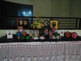 Buku Misteri Nyai Puthut dan Bambu Gila, VCD Tari Grebeg Jawa, topeng Malang produksi Kampung Djanti Padhepokan. Dokumentasi Kampung Djanti Padhepokan.