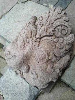 Relief di tangga (dok. pribadi)