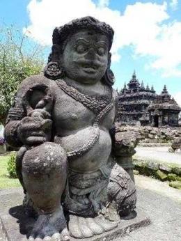 Arca Dwarapala si penunggu pintu gerbang (dok. pribadi)