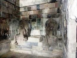 Arca Dhyani Boddhisattva di dalam candi utama (dok. pribadi)