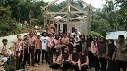 Foto bersama Anggota Pramuka Ambalan KH.Ahmad Dahlan I Patimang Daeng Tukontu Setelah selesai melaksanakan kerja bakti pembangunan perpustakaan desa di Desa Baturappe Kec. Biringbulu (25/2/2018)