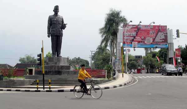 Patung Soekarno/Foto via blitarian/Nusantaranews