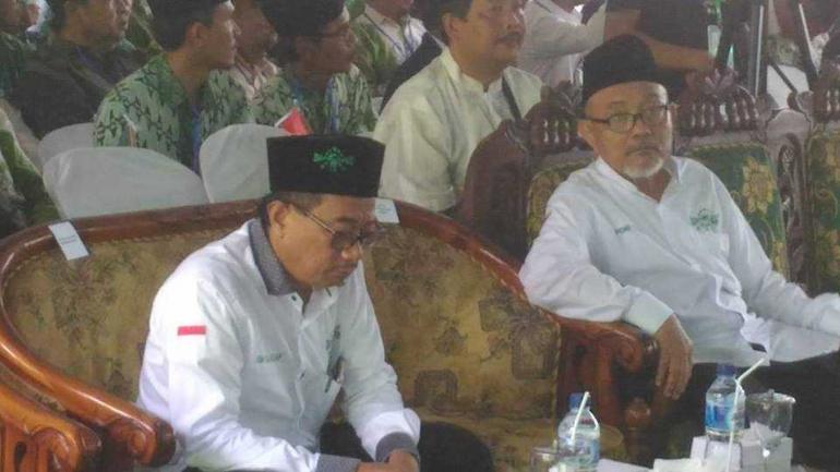Rois Syuriah PCNU Cilacap KH. Su'ada Adzkiya bersama Ketua Tanfidziyah terpilih KH. Drs. Nasrullah Muhson, M.HI (foto; Taufick)
