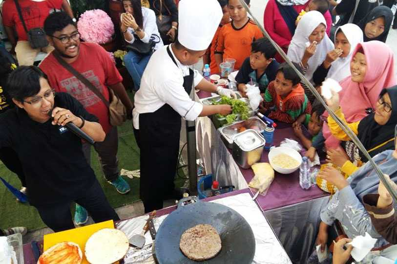 Demo masak bersama chef profesional yang disaksikan langsung oleh para pengunjung. Foto: Isson Khairul.