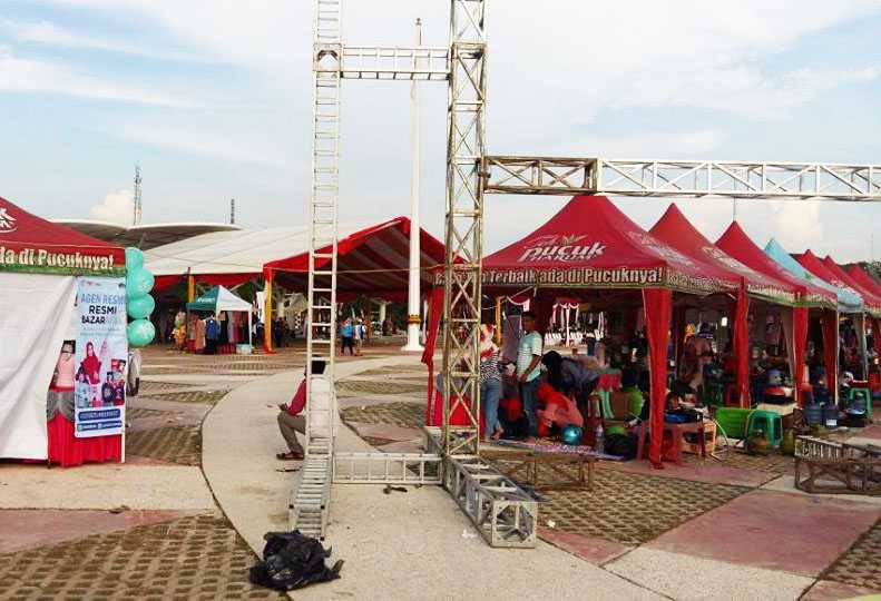 Arena promosi, kios kuliner serta cendramata hasil kerajinan warga sekitar Foto: Isson Khairul.