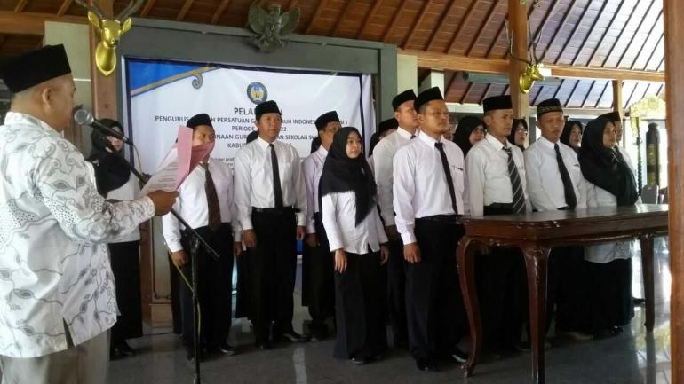 Kepengurusan PGSI Banyumas sedang dilantik oleh Pengurus PBPGSI (Foto; Dokpri)