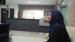 Keterangan foto : Istri menunggu giliran tindakan OPU.