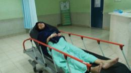 Istri bersiap masuk ruang operasi.