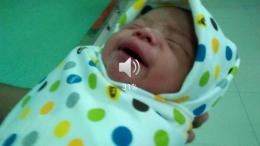 Keterangan foto: Our first sight, me and my baby. (Gambar dari video)