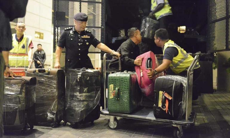 Tas berisi barang mewah yang disita pihak keamanan Malaysia dari aset Najib. Photo: AP