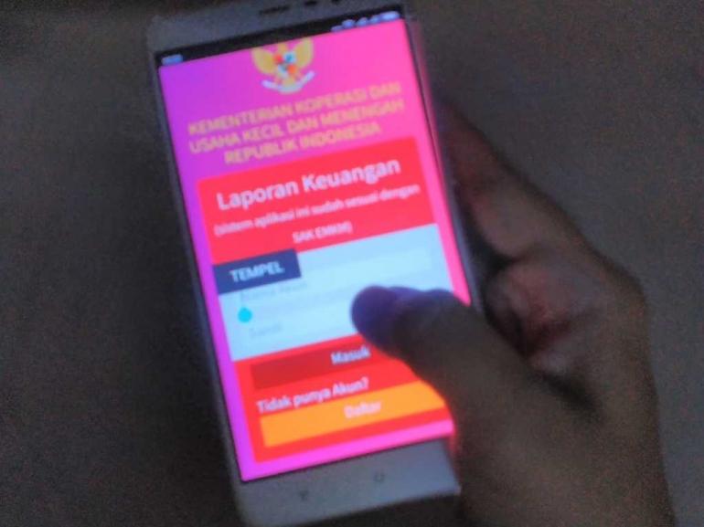 Aplikasi Lamikro (kepanjangan dari Laporan Akuntansi Usaha Mikro) yang diluncurkan Kementerian Koperasi dan UMKM yang bekerja sama dengan Ikatan Akuntan Indonesia (IAI) ditujukan untuk mempermudah pencatatan keuangan pengusaha mikro (dok.windhu)