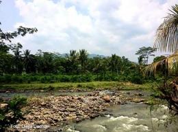 Sungai Cidurian di Desa Kalong Sawah, sungai cantik yang sayangnya kotor