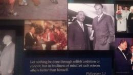 Billy Graham bersama dengan Martin Luther King, Jr. (Sumber gambar : Billy Graham Library)