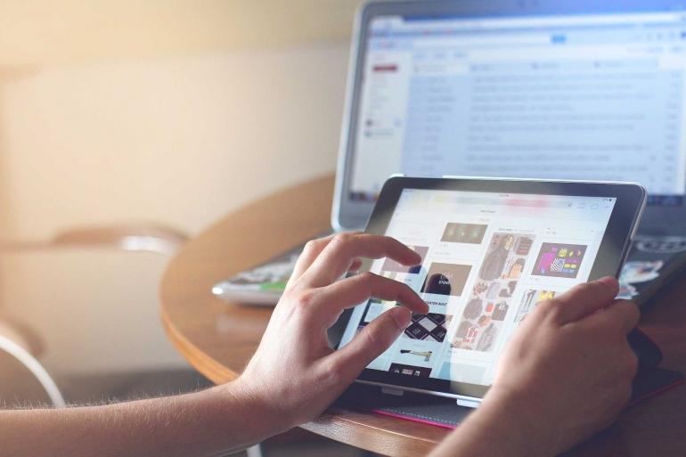 Ilustrasi penggunaan internet sehari-hari (Foto: Pixabay)
