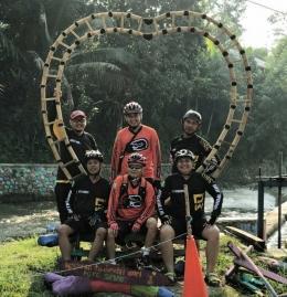 Foto Di Destinasi Wisata Sepeda Menggunakan Jersey Team