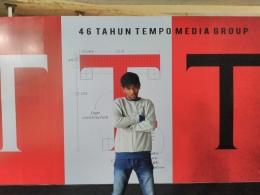 Foto Tahun lalu. Penulis di gedung Tempo, jalan Palmerah, Jakarta Selatan. Dokpri