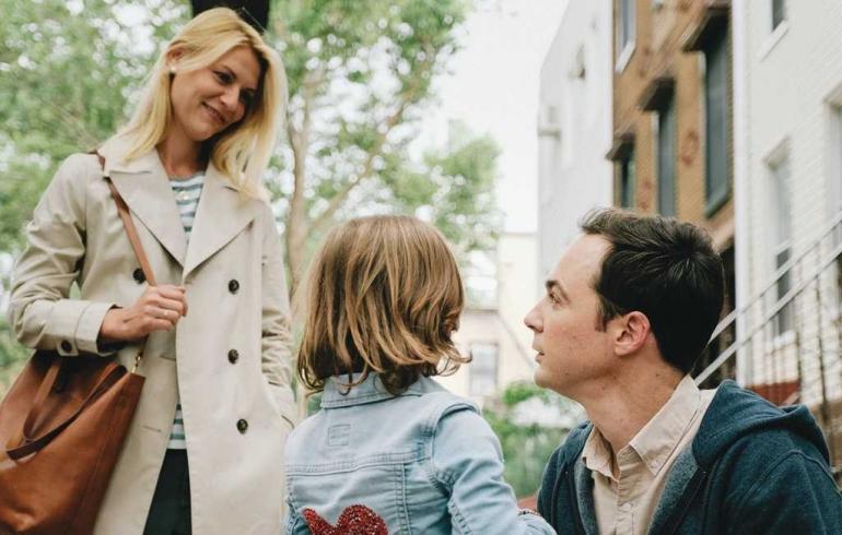 "Claire Danes, Leo James Davis, dan Jim Parsons dalam film ""A Kid Like Jake.""(Jon Pack/IFC Films)"