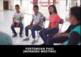 Deskripsi : Salah-satu kegiatan pasien setiap hari ialah morning meeting (pertemuan pagi) I Sumber Foto : RSKO Jakarta