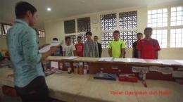 Deskripsi : Pimpinan pasien memberikan arahan kepada para pasien yang menjadi kru I Sumber Foto: RSKO Jakarta