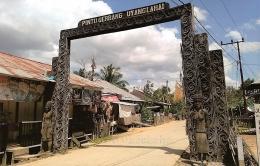 Pintu Gerbang Uyang Lahai kiri-kanannya dijaga (Foto ; @kaekaha)