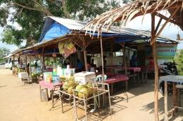 Kedai-kedai di Gurun Telaga Biru, Bintan, Kepulauan Riau.   Dokumentasi Pribadi