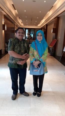Penulis Bersama Ibu Niken (Asisten Deputi Sarana, Prasarana dan Infrastruktur Kementrian Pemberdayaan Perempuan dan Perlindungan Anak)