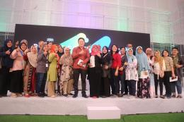 Wakil alumni Coding Mum bersama pak Triawan Munaf di Bekraf Festival/Dokpri
