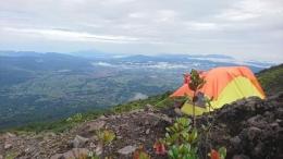 Pemandangan dari area kemping di cadas Marapi (Dok Pribadi)